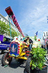 14.05.2016, Gürtel, Wien, AUT, Legaliseriungs Demonstration für Cannabis. im Bild Aktivist auf Traktor // activist on a farm tractor during protest action regarding to Cannabis legalisation in Vienna, Austria on 2016/05/14. EXPA Pictures © 2016, PhotoCredit: EXPA/ Michael Gruber