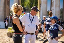 SMITH, Robert (GBR), GOLDSTEIN-ENGLE, Margie (USA)<br /> Berlin - Global Jumping Berlin 2019<br /> Parcoursbesichtigung<br /> CSI5* - Preis der Deutsche Vermögensberatung AG - DVAG<br /> GCL Team-Wettbewerb, 1. Runde <br /> Springprüfung nach Strafpunkten und Zeit für Teams und Einzelreiter, international<br /> 26. Juli 2019<br /> © www.sportfotos-lafrentz.de/Stefan Lafrentz