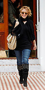 19.JANUARY.2010<br /> <br /> POP PRINCESS KYLIE MINOUGE LEAVING HER LONDON HOME WEARING ORANGE SUNGLASSES WITH A BIG GRIN ON HER FACE.<br /> <br /> BYLINE: EDBIMAGEARCHIVE.COM<br /> <br /> *THIS IMAGE IS STRICTLY FOR UK NEWSPAPERS & MAGAZINES ONLY*<br /> *FOR WORLDWIDE SALES & WEB USE PLEASE CONTACT EDBIMAGEARCHIVE - 0208 954 5968*