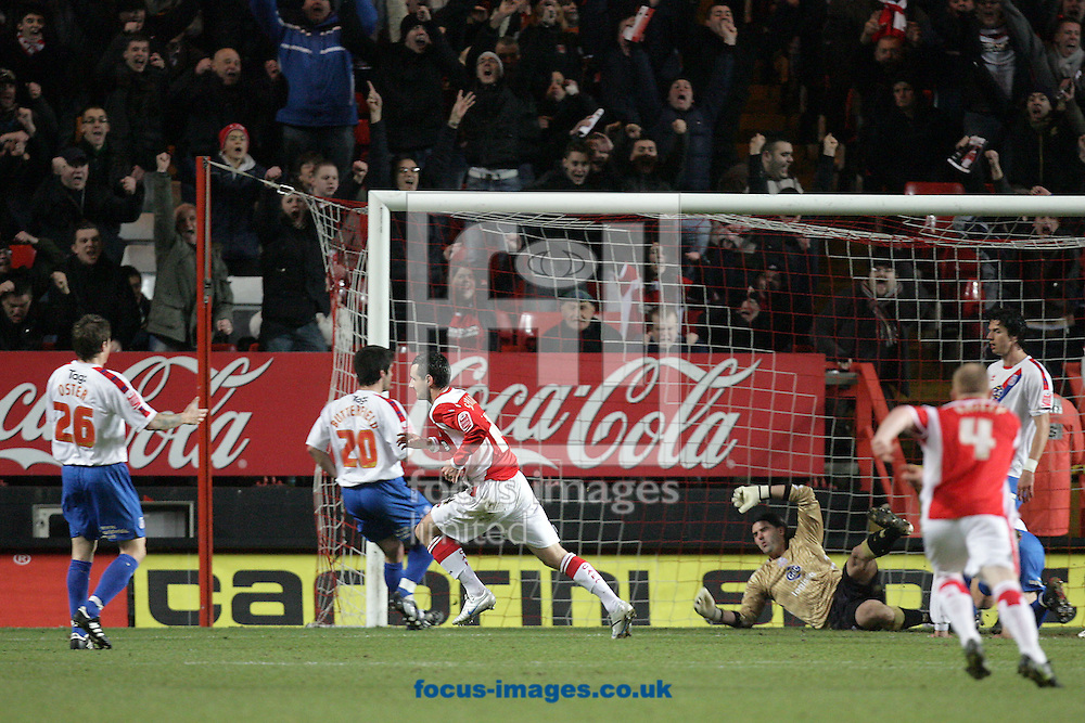 London - Tuesday December 27th, 2009: Matthew Spring (C) of Charlton Athletic scores his side's first goal during the Coca Cola Championship match, London. (Pic by Mark Chapman/Focus Images)