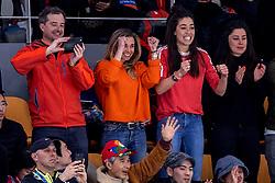 11-02-2018 KOR: Olympic Games day 2, Pyeongchang<br /> 5000 meter schaatsen mannen / Naomi van As en Ellen Hoog tijdens de 5000 meter van Sven Kramer in de Gangneung Oval