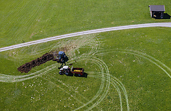 THEMENBILD - Landwirte bewirtschaften mit ihren Traktoren ein Feld, aufgenommen am 20. April 2019 in Saalfelden, Oesterreich // Farmers cultivate a field with their tractors in Saalfelden, Austria on 2019/04/20. EXPA Pictures © 2019, PhotoCredit: EXPA/ JFK