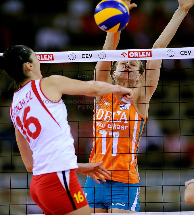 26-09-2009 VOLLEYBAL: EUROPEES KAMPIOENSCHAP SPANJE - NEDERLAND: LODZ<br /> Nederland verslaat ook Spanje met 3-0 / Caroline Wensink en  Sara Gonzalez<br /> &copy;2009-WWW.FOTOHOOGENDOORN.NL