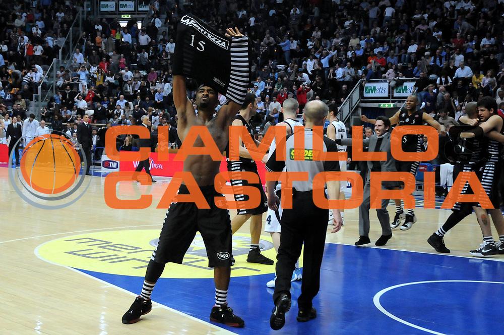 DESCRIZIONE : Bologna Lega A 2008-09 Gmac Fortitudo Bologna La Fortezza Virtus Bologna<br /> GIOCATORE : Keith Langford<br /> SQUADRA : La Fortezza Virtus Bologna <br /> EVENTO : Campionato Lega A 2008-2009<br /> GARA : Gmac Fortitudo Bologna La Fortezza Virtus Bologna<br /> DATA : 29/03/2009<br /> CATEGORIA : esultanza<br /> SPORT : Pallacanestro<br /> AUTORE : Agenzia Ciamillo-Castoria/L.Villani<br /> Galleria : Lega Basket A1 2008-2009<br /> Fotonotizia : Bologna Lega A 2008-09 Gmac Fortitudo Bologna La Fortezza Virtus Bologna<br /> Predefinita :