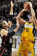 DESCRIZIONE : Novara Lega A2 2009-10 Campionato Miro Radici Fin. Vigevano - Riviera Solare Rimini<br /> GIOCATORE : Carmine Cavallaro<br /> SQUADRA : Miro Radici Fin. Vigevano<br /> EVENTO : Campionato Lega A2 2009-2010<br /> GARA : Miro Radici Fin. Vigevano Riviera Solare Rimini<br /> DATA : 13/12/2009<br /> CATEGORIA : Tiro<br /> SPORT : Pallacanestro <br /> AUTORE : Agenzia Ciamillo-Castoria/D.Pescosolido