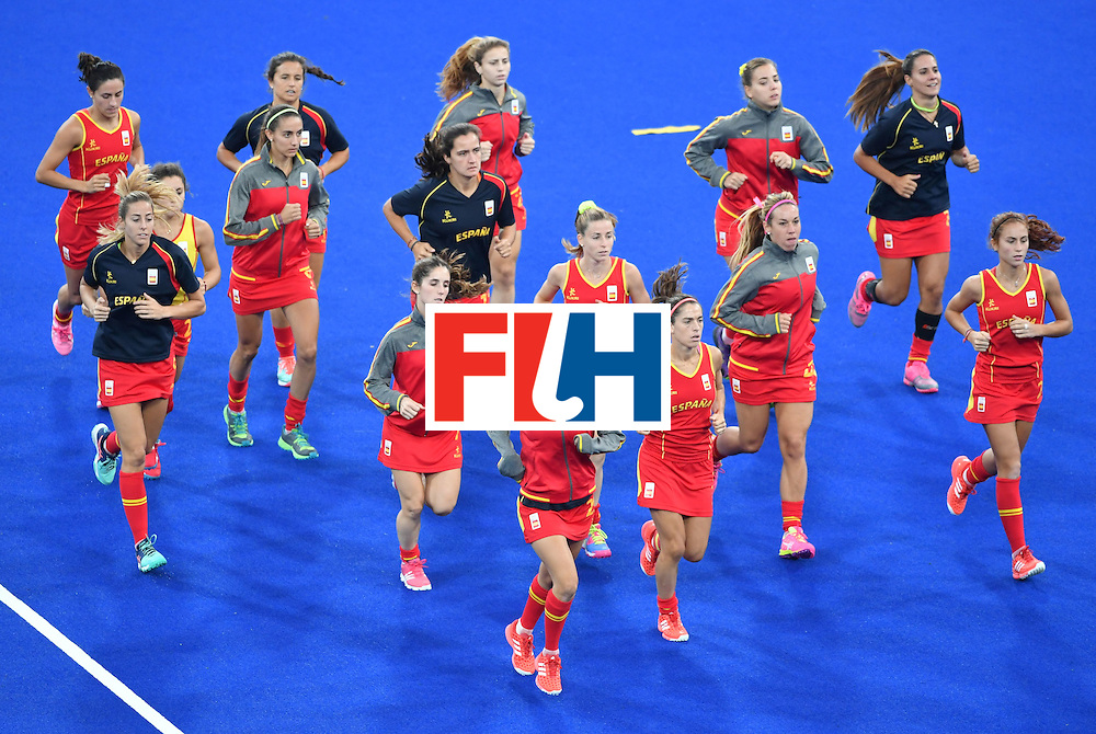 Spain's team warms up up before the women's quarterfinal field hockey Britain vs Spain match of the Rio 2016 Olympics Games at the Olympic Hockey Centre in Rio de Janeiro on August 15, 2016. / AFP / Pascal GUYOT        (Photo credit should read PASCAL GUYOT/AFP/Getty Images)