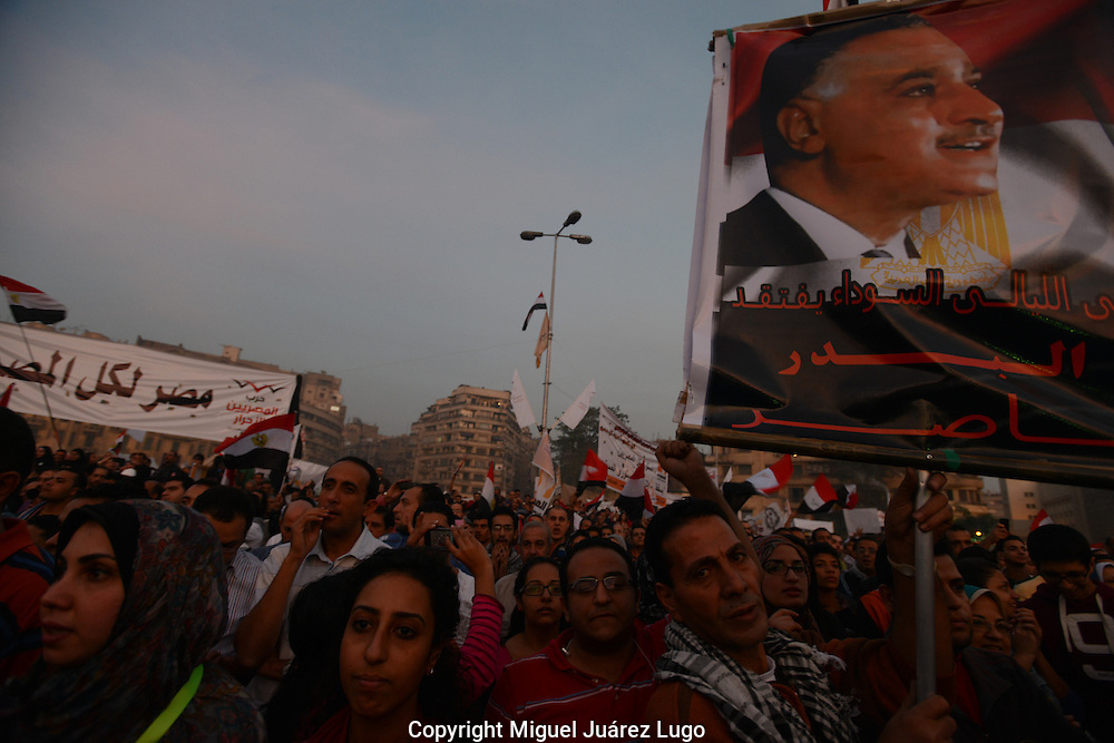 Cairo, Egypt, Nov 30, 2012- Under the image of former revolutionary President Gamal Nasser, Egyptian protesters chant slogans in Tahrir Square in Cairo during a rally over decrees made by President Mohamed Morsi. Activists have said that Morsi's decree, which grants him near-absolute power, goes against international human rights and threatens the rule of law in Egypt. (Photo by Miguel Juárez Lugo)