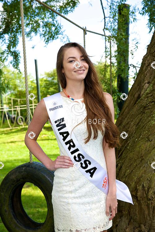 MAURIK - De opnames van het WK Lingerie voetbal door Veronica. Met op de foto Miss Oranje 'Marissa'. FOTO LEVIN DEN BOER - PERSFOTO.NU