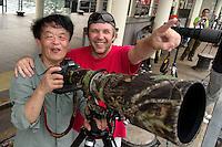 Photographer Chen Jianwei and Magnus Lundgren working side by side, Sai Kung Pier, Hong Kong, China. 摄影师陈建伟与马格纳斯·龙格尔,西贡码头,中国香港。