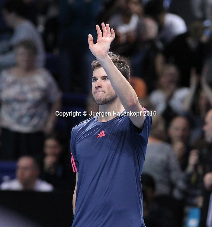 DOMINIC THIEM (AUT) winkt und bedankt sch beim Publikum nach seinem Sieg, ATP World Tour Finals, O2 Arena, London, England.<br /> <br /> Tennis - ATP World Tour Finals 2016 - ATP -  O2 Arena - London -  - Great Britain  - 15 November 2016. <br /> &copy; Juergen Hasenkopf/Grieves