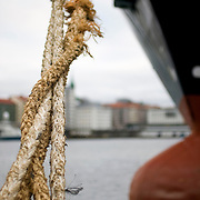 Noorwegen Bergen 30 december 2008 20081230 Foto: David Rozing .Havenstad Bergen, aanlegplaats schip. Bolster en touwen. meerpaal.The city of Bergen, ship and ropes..Foto: David Rozing