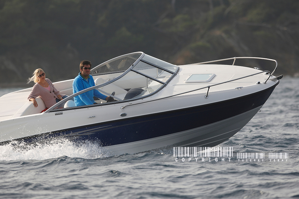 BAYLINER 2010. MOTOR BOAT WAY OF LIFE. AVENTI 7, AVENTI 8 and BAYLINER 652 IN PORQUEROLLES (FRENCH RIVIERA)