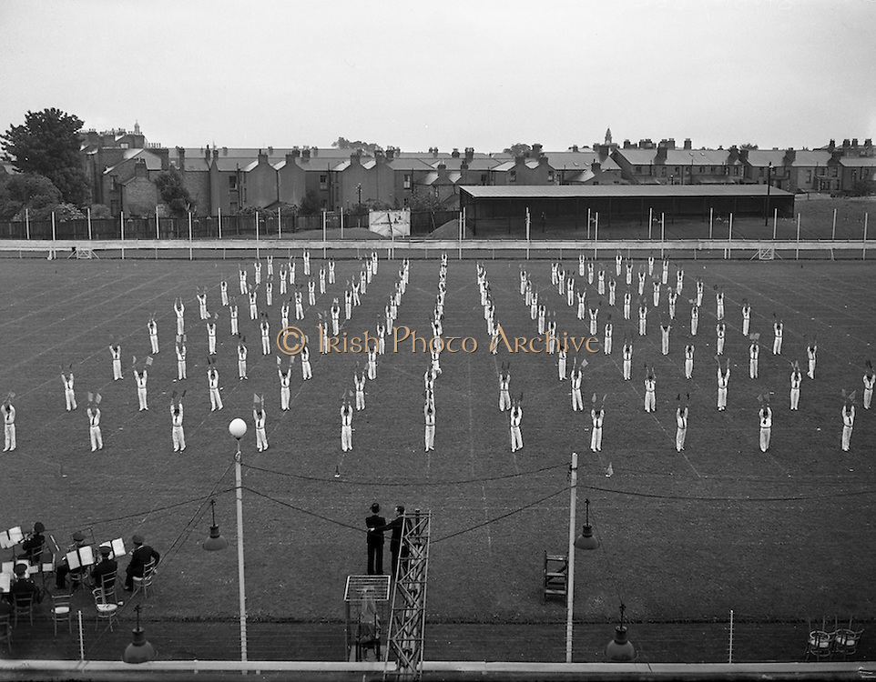 26/06/1955<br /> 06/26/1955<br /> 26 June 1955<br /> Drill display by Christian Brothers' Primary School, Francis Street, Dublin at Harold's Cross Park.