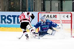 02.11.2012, Hostan Arena, Znojmo, CZE, EBEL, HC Orli Znojmo vs SAPA Fehervar, 18. Runde, im Bild Petr Beranek (Znojmo #93) Adam Munro (Fehérvár #51) // during the Erste Bank Icehockey League 18nd round match betweeen HC Orli Znojmo and SAPA Fehervar at the Hostan Arena, Znojmo, Czech Republic on 2012/11/02. EXPA Pictures © 2012, PhotoCredit: EXPA/ Rostislav Pfeffer