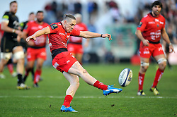 James O'Connor of Toulon puts boot to ball - Mandatory byline: Patrick Khachfe/JMP - 07966 386802 - 10/01/2016 - RUGBY UNION - Stade Mayol - Toulon, France - RC Toulon v Bath Rugby - European Rugby Champions Cup.