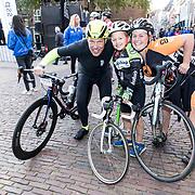 NLD/Amersfoort/20180929 - Bn-er fietsen de Zuiderzee Klassieker 2018,  Gert Jacobs en Jose Karens met haar 7 jarige zoon  Mart de Jongste deelnemer