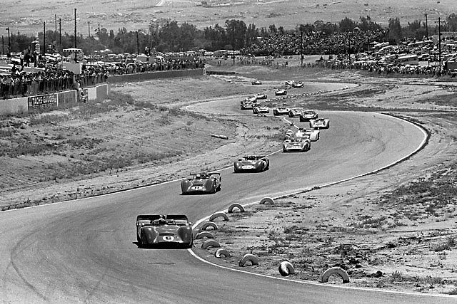 Mark Donohue in McLaren no. 6 leads the start of the 1968 USRRC at Riverside