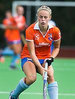 AMSTELVEEN - HOCKEY - Joelle Ketting van Bl'daal  tijdens de eerste competitiewedstrijd van het nieuwe seizoen tussen de vrouwen van Pinoke en Bloemendaal. COPYRIGHT KOEN SUYK