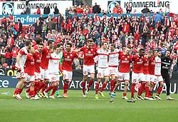 02.04.2016, Coface Arena, Mainz, GER, 1. FBL, 1. FSV Mainz 05 vs FC Augsburg, 28. Runde, im Bild die Mainzer Mannschaft feiert mit den Fans // during the German Bundesliga 28th round match between 1. FSV Mainz 05 and FC Augsburg at the Coface Arena in Mainz, Germany on 2016/04/02. EXPA Pictures © 2016, PhotoCredit: EXPA/ Eibner-Pressefoto/ Neis<br /> <br /> *****ATTENTION - OUT of GER*****