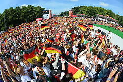 15.07.2014, Brandenburger Tor, Berlin, GER, FIFA WM, Empfang der Weltmeister in Deutschland, Finale, im Bild Fans der deutschen Nationalmannschaft (Fussball-Weltmeister 2014), // during Celebration of Team Germany for Champion of the FIFA Worldcup Brazil 2014 at the Brandenburger Tor in Berlin, Germany on 2014/07/15. EXPA Pictures © 2014, PhotoCredit: EXPA/ Eibner-Pressefoto/ Harzer<br /> <br /> *****ATTENTION - OUT of GER*****