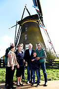 Prinses Beatrix verricht heringebruikstelling Googermolen. De Googermolen bestaat dit jaar 300 jaar en is een van de grootste poldermolens in Nederland. <br /> <br /> Princess Beatrix performs the reopening of the  Googerwindmill . The Googerwindmill is 300 years old and is one of the largest polder mills in the Netherlands.