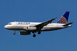 Airbus A319-132 (N892UA) operated by United Airlines on approach to San Francisco International Airport (KSFO), San Francisco, California, United States of America