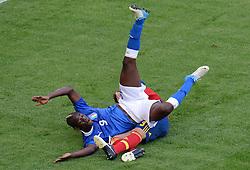 FUSSBALL  EUROPAMEISTERSCHAFT 2012   VORRUNDE Spanien - Italien            10.06.2012 Claudio Marchisio (Italien) im Zweikamopf mit Gerard Pique (Spanien) obenauf
