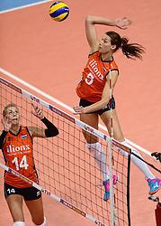 09-01-2016 TUR: European Olympic Qualification Tournament Rusland - Nederland, Ankara<br /> De strijd om Rio of Japan / Robin de Kruijf #5, Laura Dijkeman #14