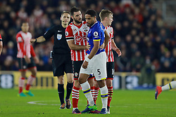 SOUTHAMPTON, ENGLAND - Saturday, November 19, 2016: Everton's Ashley Williams clashes with Southampton's Charlie Austin during the FA Premier League match at St. Mary's Stadium. (Pic by David Rawcliffe/Propaganda)