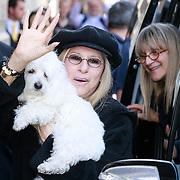 NLD/Amsterdam/20130605 - Aankomst Barbara Streisand bij haar hotel in Amsterdam,