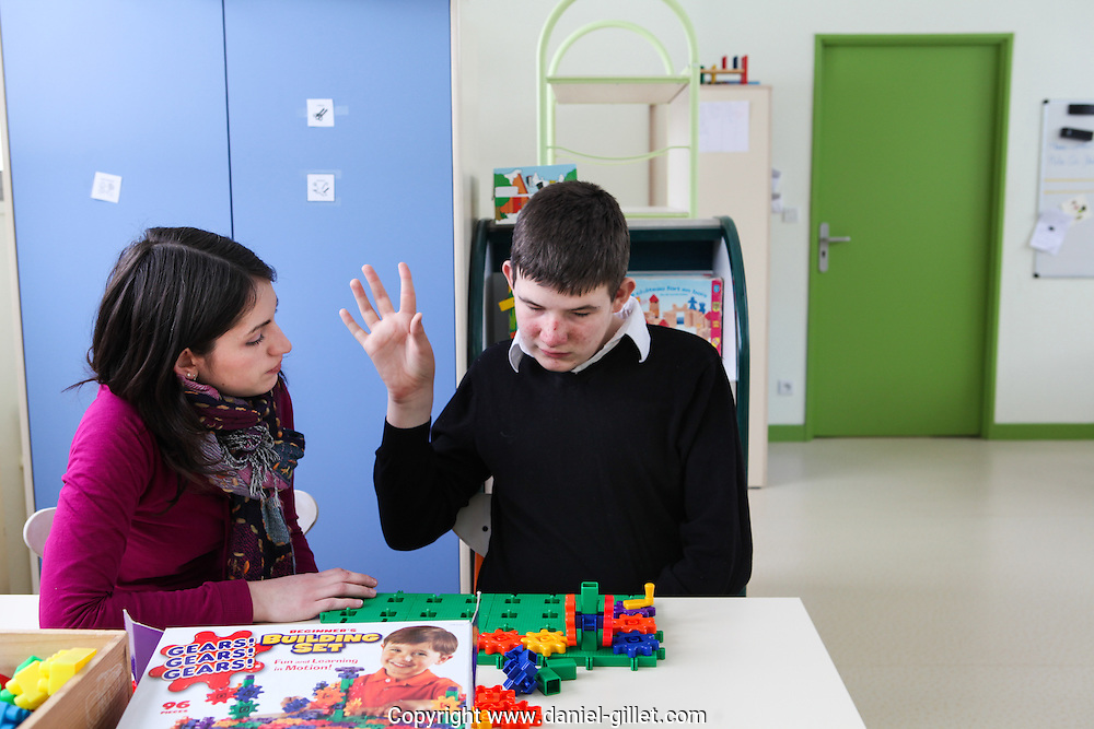 Reportage, Institut medico-educatif (IME) Le Prelion à Broug en Bresse. Accueil d'enfant victime d'autisme// Report, Institute medical educative (IME) Le Prelion in Broug en Bresse. Welcomes children that are victims of autism