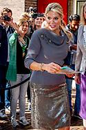DEN HAAG - Koningin Maxima vertrekt  bij het Jaarcongres van MKB-Nederland in de Grote Kerk voor haar openingstoespraak. ANP ROYAL IMAGES ROBIN UTRECHT **NETHERLANDS ONLY**
