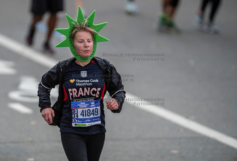 06-11-2016 USA: NYC Marathon We Run 2 Change Diabetes day 3, New York<br /> De dag van de marathon, 42 km en 195 meter door de straten van Staten Island, Brooklyn, Queens, The Bronx en Manhattan / Runners, lopers, algemeen