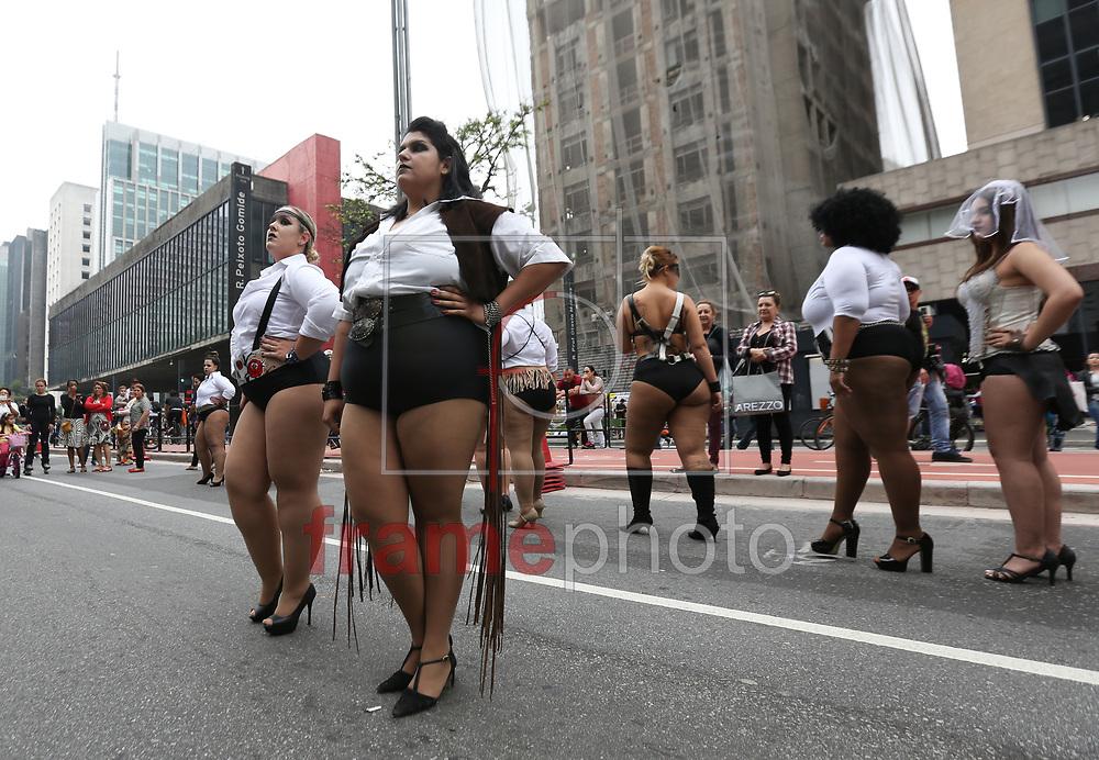 Modelos da Korukru fizeram um desfile na tarde deste domindo (25) na Av. Paulista - Foto Marcelo D. Sants/FramePhoto