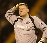 Photo: Aidan Ellis.<br /> Sheffield United v Manchester United. The Barclays Premiership. 18/11/2006.<br /> Sheffield keeper Paddy Kenny wonders whats gone wrong