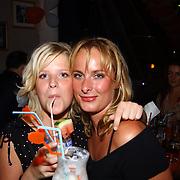 Miss Nederland 2003 reis Turkije, Vivienne de Rop en Nathalie Smits