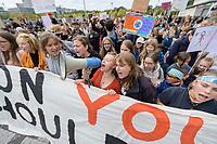 """20 SEP 2019, BERLIN/GERMANY:<br /> Demonstratinnen mit Transparent """"OUR FUTURE ON YOUR SHOULDERS"""", Fridays for Future Demonstration für Massnahmen zur  Begrenzung des Klimawandels, Behrenstrasse<br /> IMAGE: 20190920-01-018<br /> KEYWORDS: Demo, Demonstrant, Protest, Protester, Demonstration, Klima, climate, change, Maedchen, Mädchen, Frauen, Schueler, Schuelerinnen, Schüler, Schülerinnen"""