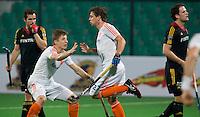 NEW DELHI - Constantijn Jonker heeft gescoord en deelt de vreugde met Jan-Willem Buissant tijdens de derde poulewedstrijd in de finaleronde van de Hockey World League tussen de mannen van Nederland en Belgie . ANP KOEN SUYK