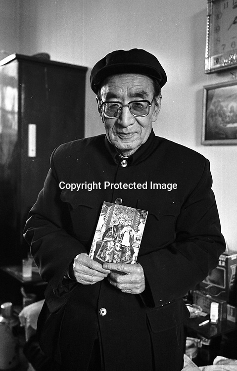 DONGLU, 11 MARCH : . Bishop Su shows a photo of a saint,Donglu, March11,2001. Su is one of the 5 Chinese bishops who were illegally ordained on January 6, 2000, but later on recognized by the Vatican. China cut relations with the Vatican in the early fifites and since then, established a Patriotic catholic Church that's controlled by Chinese authorities.<br />Catholics who refused to give up their ties with the Vatican, started worshipping in underground churches and consequently were persecuted for a long time. Since the late nineties though, relations with the Vatican informally started to improve. Although China still has no diplomatic relations, many representatives from official churches met the pope John Paull II secretely . The Vatican, under the pope's leadership, has made several efforts to recover the tie with China. In February 2006 , Hong Kong Bishop Joseph Zen was named one of the first 15 new cardinals, which is seen by many as a gesture of goodwill and a significant step towards recovering the Vatican-China relationship.