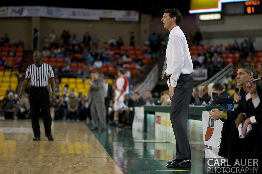 November 29th, 2008:  Anchorage, Alaska - Portland State's head coach Ken Bone in the third place game on the final day of the Great Alaska Shootout.