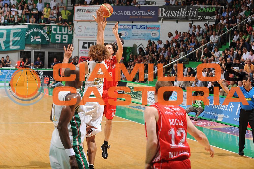 DESCRIZIONE : Siena Lega A 2009-10 Playoff Finale Gara 1 Montepaschi Siena Armani Jeans Milano<br /> GIOCATORE : Marco Mordente Arbitro<br /> SQUADRA : Armani Jeans Milano<br /> EVENTO : Campionato Lega A 2009-2010 <br /> GARA : Montepaschi Siena Armani Jeans Milano<br /> DATA : 13/06/2010<br /> CATEGORIA : Three Points<br /> SPORT : Pallacanestro <br /> AUTORE : Agenzia Ciamillo-Castoria/GiulioCiamillo<br /> Galleria : Lega Basket A 2009-2010 <br /> Fotonotizia : Siena Lega A 2009-10 Playoff Finale Gara 1 Montepaschi Siena Armani Jeans Milano<br /> Predefinita :