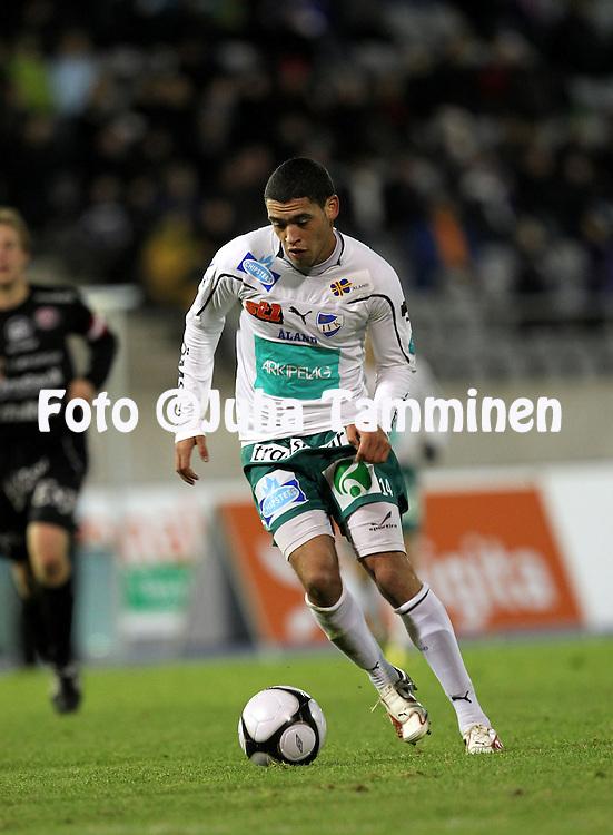 17.10.2010, Stadion, Lahti..Veikkausliiga 2010, FC Lahti - IFK Mariehamn..Lamar Neagle - IFK Mhamn.©Juha Tamminen.