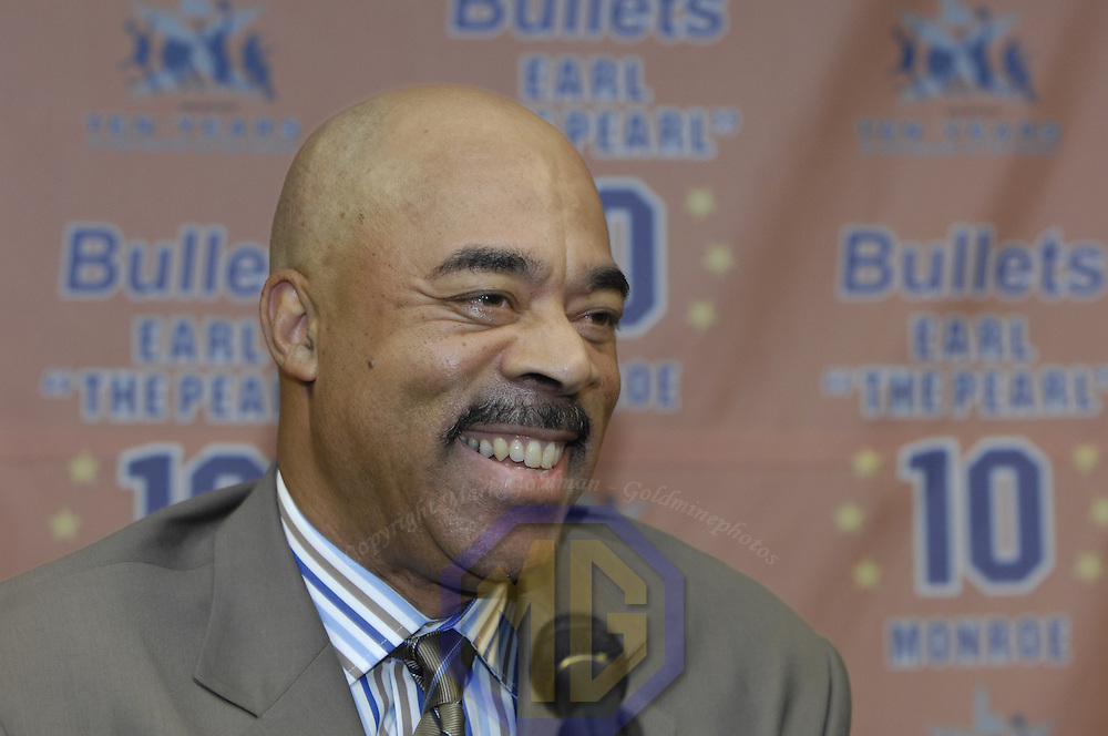 "20 November 2007:   Washington Wizards television color commentator Phil Chenier speaks at a press conference at the Verizon Center in Washington, D.C. announcing that Earl ""The Pearl"" Monroe's number 10 will officially be retired in a special ceremony on Dec. 1.  The Wizards defeated the 76'ers for their 5th consecutive victory 116-101."