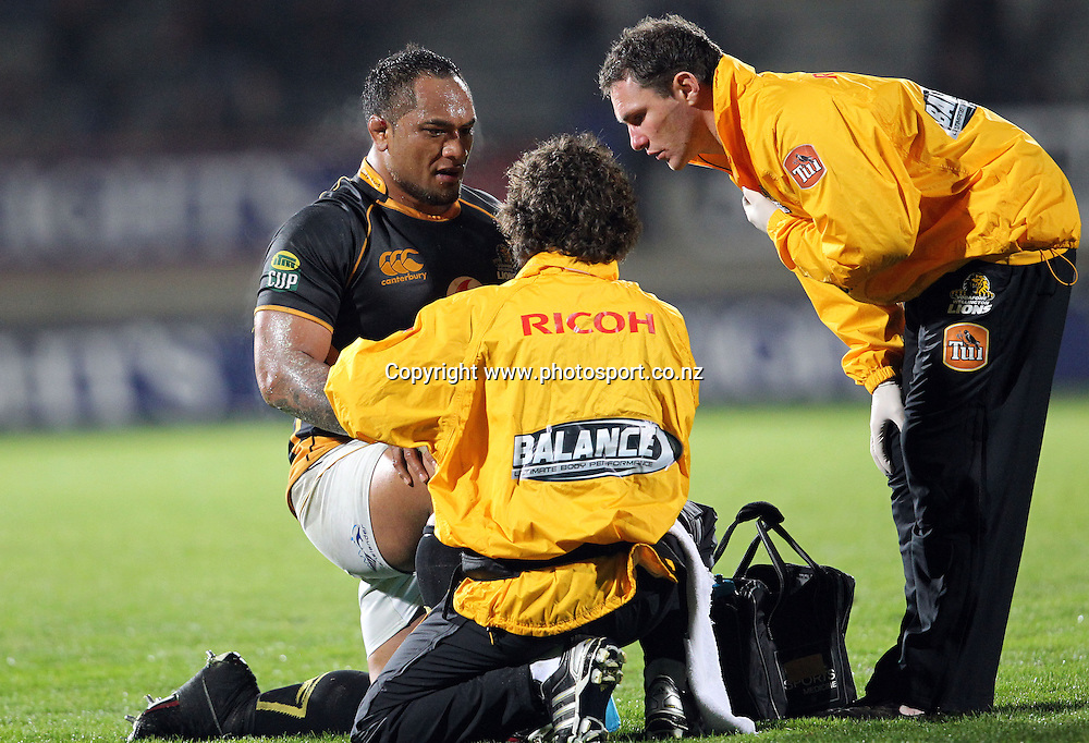 Neemia Tialata gets some medical attention to his knee.<br /> Rugby - ITM Cup - Mike Gibson Memorial Trophy - Otago v Wellington, 14 August 2010, Carisbrook, Dunedin, New Zealand.<br /> Photo: Rob Jefferies/PHOTOSPORT