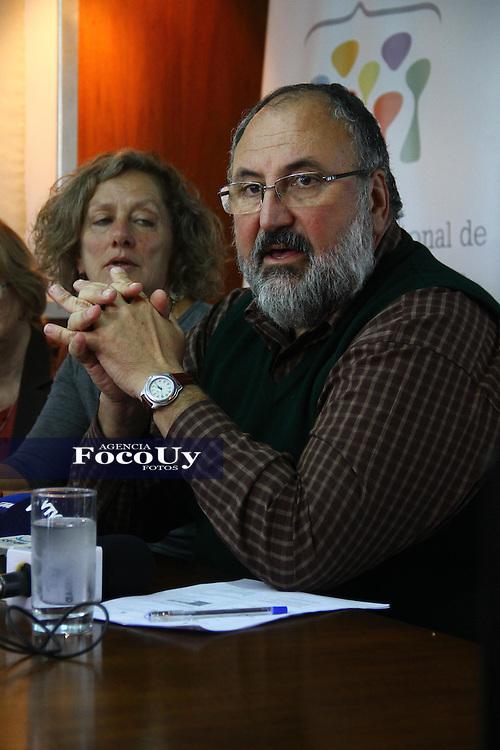 Montevideo, 9 de mayo. Instituto Nacional de Derechos Humanos.<br /> Sr. Juan Faroppa dando a conocer el informe anual.<br /> Foto Gaston Britos Agencia Foco