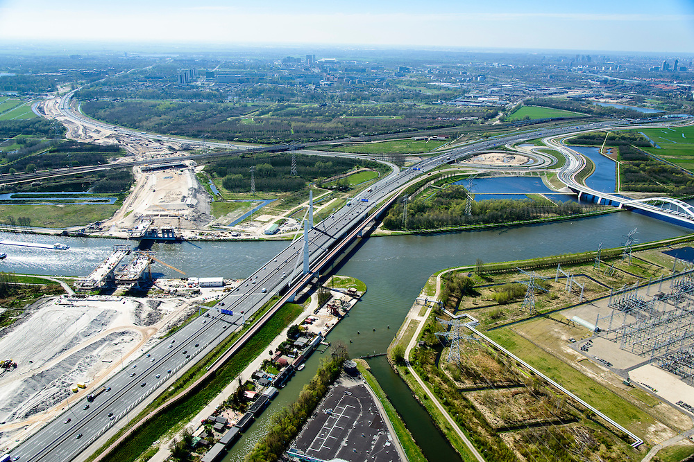 Nederland, Noord-Holland, Muiden, 20-04-2015; weguitbreiding Schiphol - Amsterdam - Almere (SAA), verbreding A1, aanleg nieuwe brug over het Amsterdam-Rijnkanaal. Knooppunt Diemen.<br /> Widening of the motorway A1 Schiphol - Amsterdam - Almere (SAA), construction of new bridge.<br /> <br /> luchtfoto (toeslag op standard tarieven);<br /> aerial photo (additional fee required);<br /> copyright foto/photo Siebe Swart