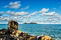 Praia do Morro das Pedras e Ilha do Campeche ao fundo. Florianópolis, Santa Catarina, Brasil. / Morro das Pedras Beach and Campeche Island in the background. Florianopolis, Santa Catarina, Brazil.