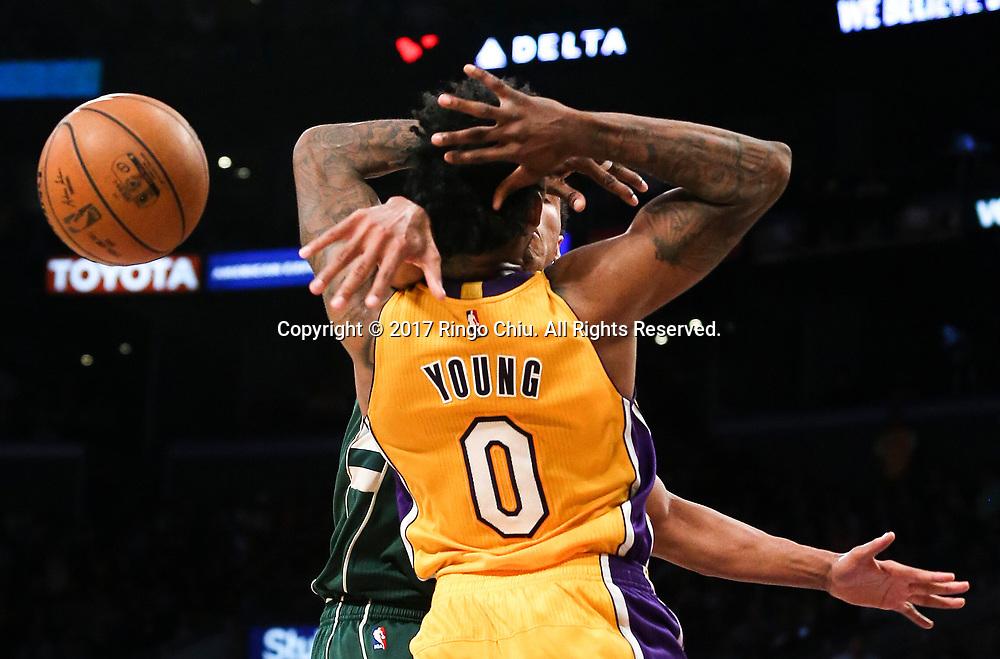 3月17日,杉矶湖人队球员尼克 - 杨 (前)在比賽中上篮被密尔沃基雄鹿球员侵犯。 当日,在2016-2017赛季NBA常规赛中,洛杉矶湖人队主场以103比107不敌密尔沃基雄鹿队。 新华社发 (赵汉荣摄)<br /> Los Angeles Lakers guard Nick Young (#0) gets fouled by  Milwaukee Bucks during an NBA basketball game, Friday, March 17, 2017.(Photo by Ringo Chiu/PHOTOFORMULA.com)<br /> <br /> Usage Notes: This content is intended for editorial use only. For other uses, additional clearances may be required.