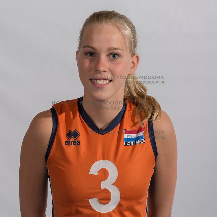 07-06-2016 NED: Jeugd Oranje meisjes &lt;2000, Arnhem<br /> Photoshoot met de meisjes uit jeugd Oranje die na 1 januari 2000 geboren zijn / Demi Korevaar