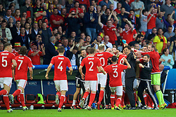 LILLE, FRANCE - Friday, July 1, 2016: Wales' manager Chris Coleman and his squad celebrate scoring the first equalising goal against Belgium scored by captain Ashley Williams during the UEFA Euro 2016 Championship Quarter-Final match at the Stade Pierre Mauroy. (Pic by David Rawcliffe/Propaganda)